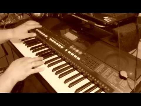 Круг - В лазурном шум и песни ( на синтезаторе )