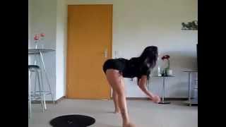 Video clip Lección de baile con la cintura