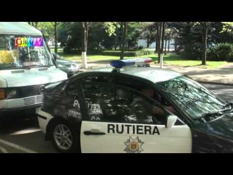 Poliția rutieră vîna lîngă Palatul Republicii