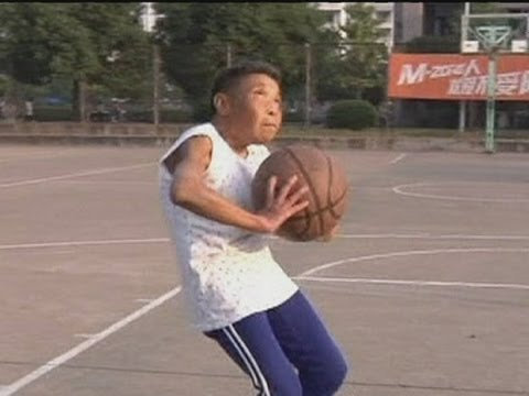 Inspiring 75-year-old basketball granny