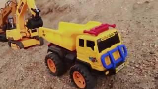Đồ chơi máy xúc công trường xúc đất đổ lên xe tải nhạc thiếu nhi sôi động
