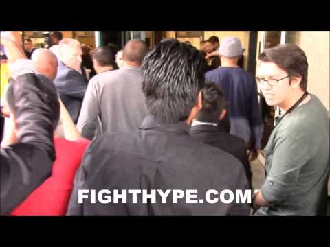 DENZEL WASHINGTON MOBBED BY FANS DURING ARRIVAL AT MAYWEATHER VS. PACQUIAO