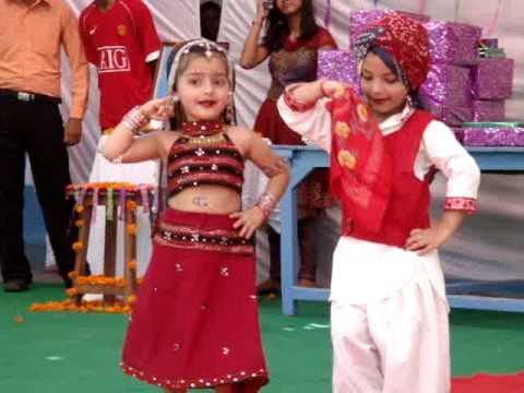 dance performance on kajra mohabbat wala......by d.a.v. school...