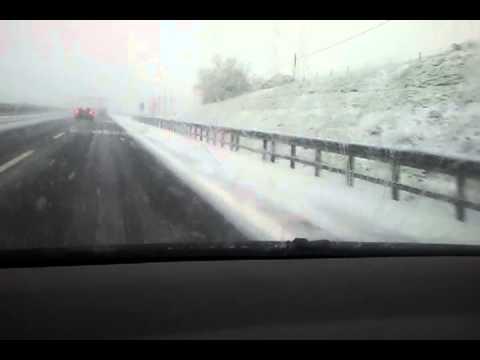 Nevicata in autostrada BAMBINI DIVERTENTI VLOG – Vlog Giornalieri