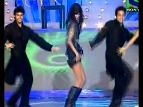Anushka Manchanda at Mirchi Music Awards 2011