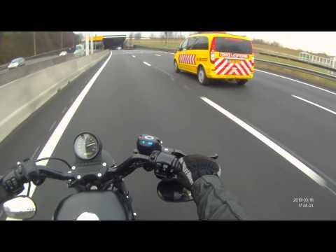 Rush Hour - Harley Davidson Sportster Iron 883