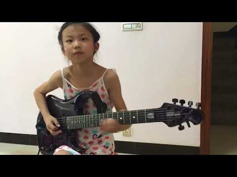 Luar Biasa! Gadis Kecil Ini Pinterbanget Main Gitar