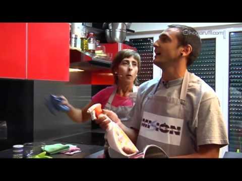 Misión impecable: Limpiar los muebles de la cocina