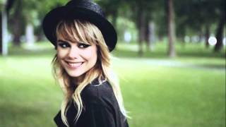 Watch Coeur De Pirate Golden Baby video
