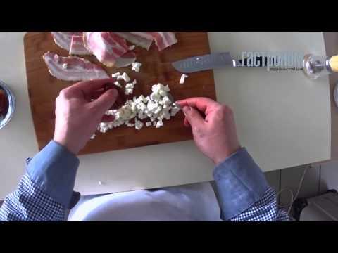Финики с сыром и беконом