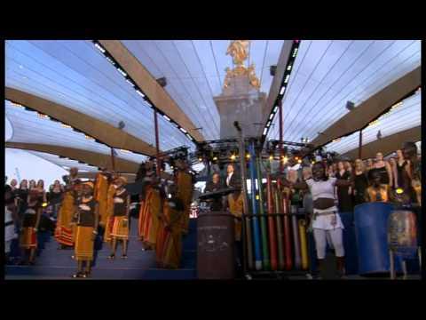 The Queens Diamond Jubilee Concert - Gary Barlow & commonwealth choir perform Sing