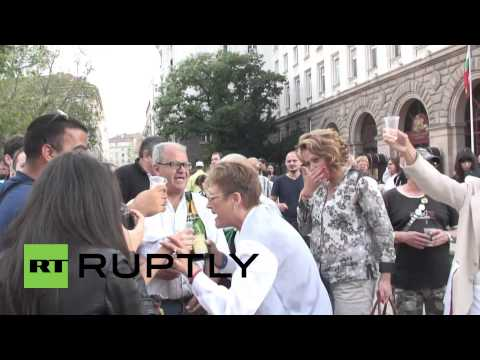 Bulgaria: Merrymaking in Sofia as prime minister resigns