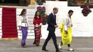 William e Kate in Bhutan, la duchessa in abiti tipici locali