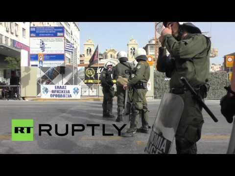 Greece: Golden Dawn clash with leftists following anti-refugee rally