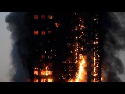 Chamas destroem Grenfell Tower em Londres