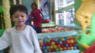 Alvin Kids Playing Pool Fun Balls - SERU Permainan Mandi Bola Wahana Bermain Anak GIANT Metland