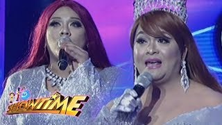 It's Showtime Miss Q & A: Lucky Queen Becky succesfully wins her fifth trophy