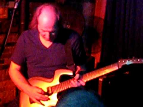 Adrian Belew Cafe 9 2010 014.avi