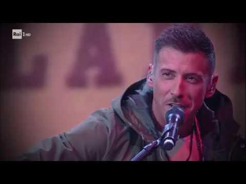 Francesco Gabbani canta