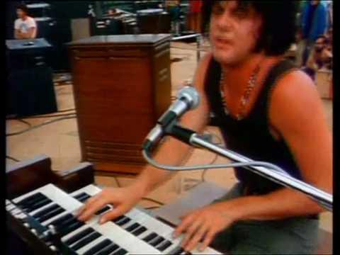 Santana - Soul Sacrifice (Woodstock 1969)