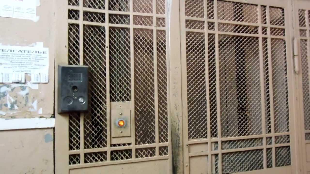 Японка застряла в лифте 24 фотография