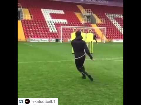 Cesc Fabregas scores a amazing goal taking a free kick during training