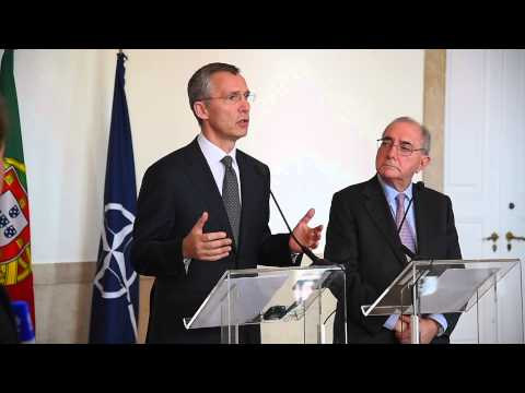 NATO Secretary General with Minister of State & Foreign Affairs, Portugal, 27 APR 2015
