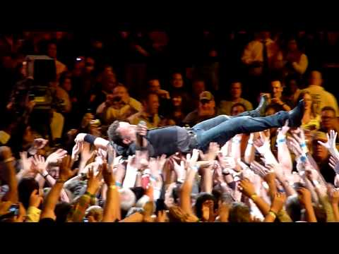 Bruce Springsteen Crowd Surf 11/02/2009, Verizon Center, Washington, DC