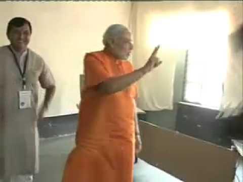 Narendra Modi casts vote ifor 2012 Gujarat Assembly Elections 2012