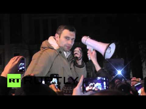 Ukraine: Klitschko booed by protesters as he tells them to go home