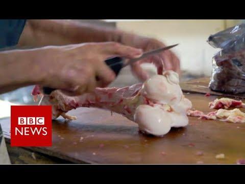 Venezuela crisis: Where families buy rotten meat to eat - BBC News