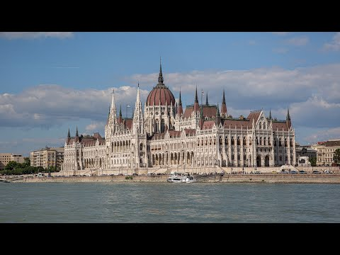 Budapest: Buda Castle and Daube river trip