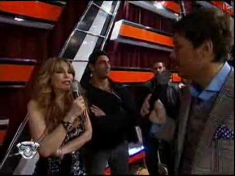 Showmatch 2010 - Graciela cantó y besó a un guardaespaldas