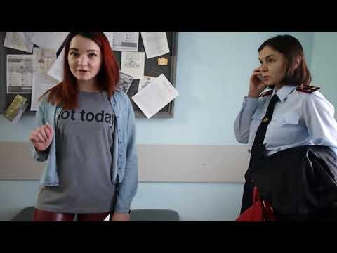 Елена Ичитовкина пришла на беседу с учителем дочери в форменной одежде подполковника полиции
