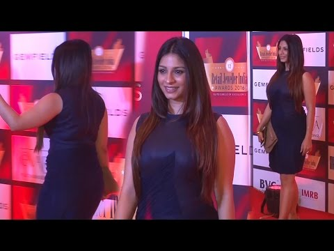Tanisha Mukherjee in Tight Gown  At 12th Gemfields Retail Jeweller India Awards 2016 thumbnail
