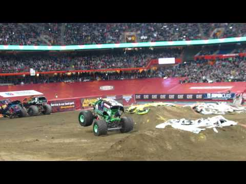 Grave Digger FREESTYLE - Syracuse, NY - Monster Jam 2013