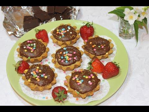 Пирожное с орехами и шоколадом