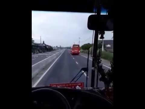 Ô Tô Khách Làm Xiếc Trên Quốc Lộ