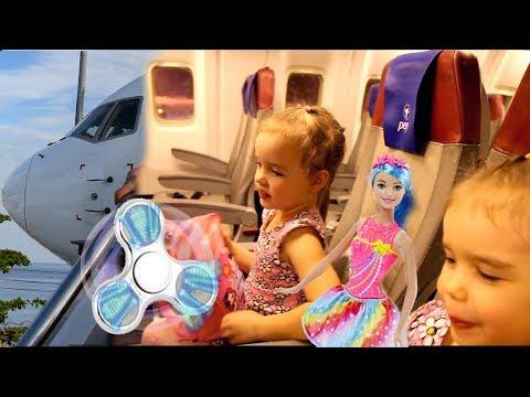 ТАИЛАНД #1 ЛЕТИМ на самолете Селимся в отель Открываем киндеры и СУПЕР спиннер Игрушки в дорогу