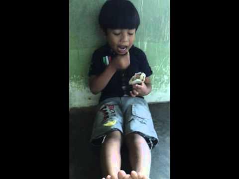 download lagu Adik Comel Makan Kerupuk gratis