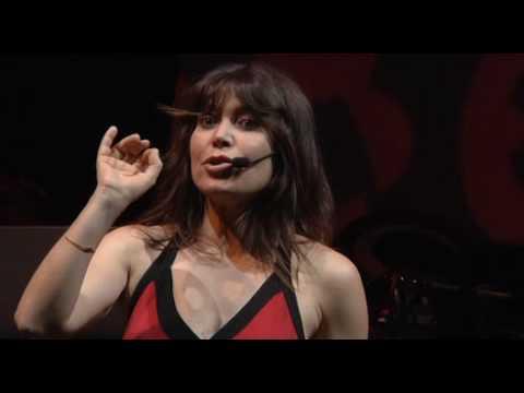 """Vilipendio 2009 – Spettacolo di e con Sabina Guzzanti – D'Alema spiega il suo """"pensiero"""""""