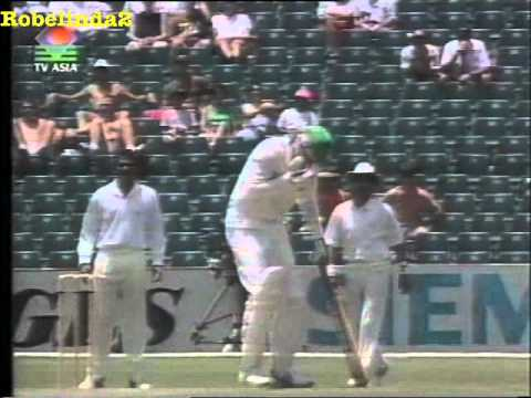 Savage Srinath inflicts brutal eye injury on Meyrick Pringle 1992 - JAVAGAL SRINATH DEMON