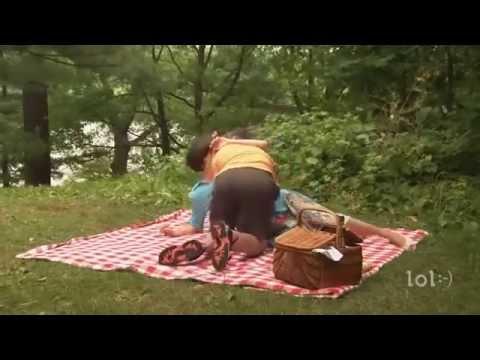 Смотреть онлайн видео Интим на природе - смешной скетч)).