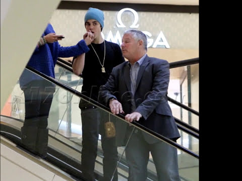 Justin Bieber and Selena Gomez Hand at Beverly Center Mall, LA (Feb17, 2012)