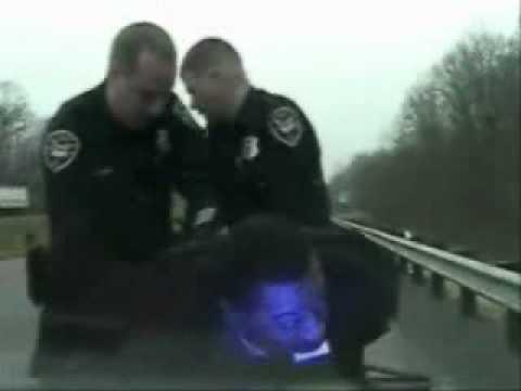 policia - Eliminando pruebas en registro policial