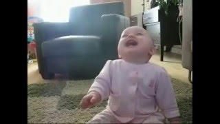 Clip em bé cười làm đảo điên cộng đồng mạng 2015