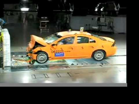 Volvo S80 64км/час Frontal Crash Test