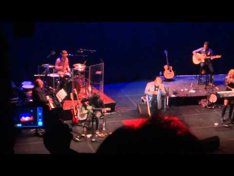 Glen Campbell - Wichita Lineman (Live in Wichita 4-29-2012)