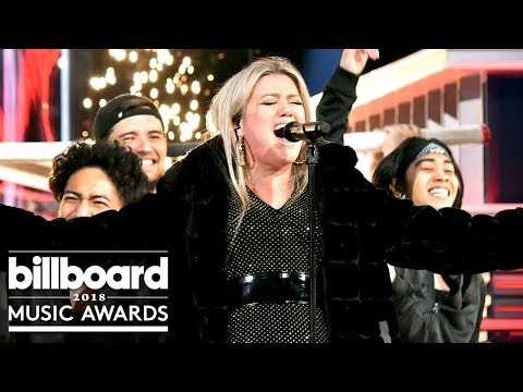 [HD] Kelly Clarkson Opening Medley | Billboard Music Awards
