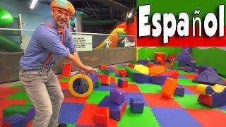 Blippi Español Jugando en el Patio de Juegos | Aprende Sobre Colores y Músculos para Niños